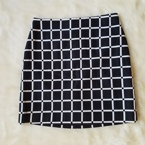 Ann Taylor Black and White Mini Skirt Size 0 EUC